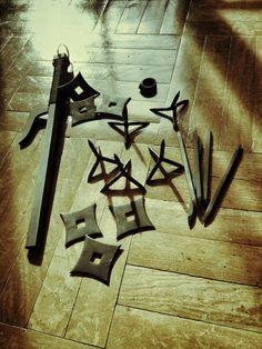Ninja weapons: tetsubishi, jutte, senban shuriken, bo shuriken and kakute