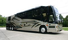 Prevost Luxury Coach Marlborough College, Prevost Coach, Fun Travel, Motor Homes, Bus Conversion, Travel Trailers, Coaches, Campers, Rv