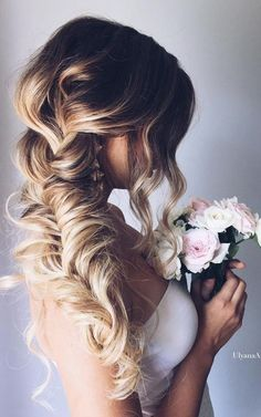 10 Pretty Braided Wedding Hairstyles: #1. Chunky Pulled Fishtail Braid – Loose Side Braided Hairstyle for Wedding