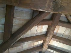 copertura sotto tetto realizzata con travi asciate e tavelle 20x40 #cottoanticomarchigianofattoamano #cotto #fattoamano #coppi #pavimenti #muroantico #marchigiano #mattonivecchi http://imastrifornaciai.it/