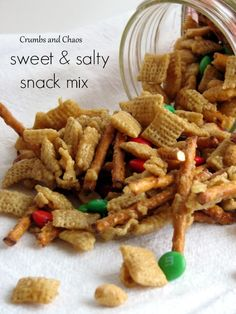 Sweet & Salty Snack Mix   Crumbs and Chaos #holiday #snack  #Christmas www.crumbsandchaos.net
