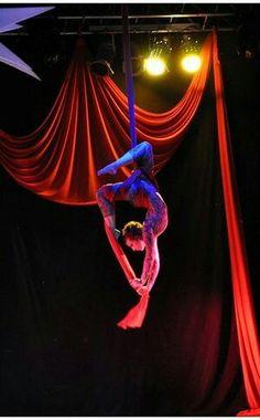 Tecido acrobatico/aerial silk- Tatiana Santiago Posição grega.