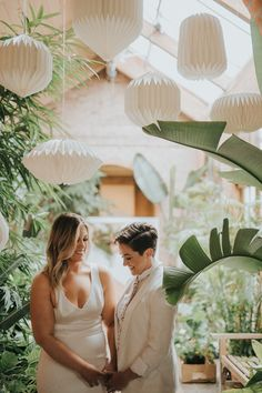 This Kingwood Center Gardens elopement inspiration shoot has us gushing over a pink and copper palette, modern-meets-natural decor, and fab bridal style.