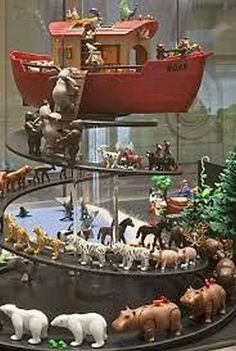 What a great way to display a Noah's Ark.