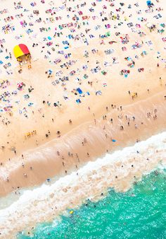 Bird's eye view of Bondi, Sydney. Spending the day at the beach? Here's the list for The Best Beachfront Bars in Sydney War Photography, Types Of Photography, Aerial Photography, Street Photography, Landscape Photography, Sydney Beaches, I Spy Diy, Parasols, Umbrellas
