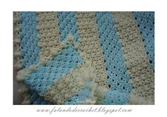Striped baby blanket. Crocheted using 2 different stitches. Free pattern in Portuguese (use a translator if necessary). There's a graphic/diagram too.