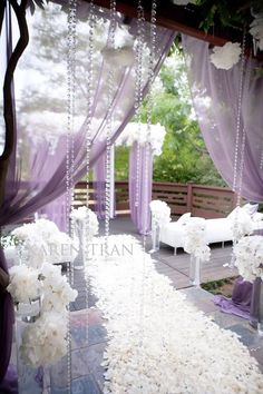 Spring is not so far, and I even feel its fresh spirit. Lavender or lilac are very gentle and cool colors for a spring or summer wedding, they are so beautiful and tender! Just imagine a pastel lavender wedding dress...