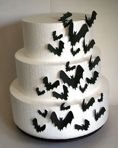 These wedding cake toppers, halloween cake toppers, edible bats are totally edible and a fun addition to any cake or cupcake. Use them as cake toppers or cupcake toppers. Add these lovelies to a cake you make, or one you purchased - either way, your guests will think you spent a fortune on a custom cake or cupcakes! Just a dab of corn syrup or frosting will hold it on nicely! * These bats are made with 100% edible wafer paper (made from potato starch, vegetable oil and water) and are printed…