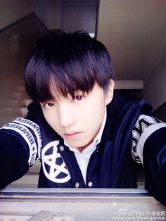 Weibo Update Anh khác quá khác đến nỗi tôi không còn nhận ra anh nữa rồi! Nhưng dù vậy tôi vẫn yêu anh, yêu nhiều hơn chính bản thân mk.