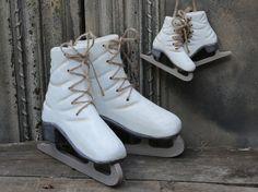 Koriste luistimet (puuta) Vintage Fashion, Vintage Style, Cleats, Combat Boots, Wordpress, Boutique, Chic, Shoes, Design
