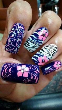 Flores en las uñas