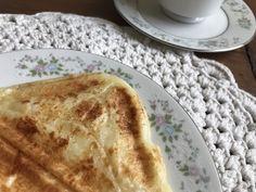 Pão de queijo de sanduicheira – Rubia Rubita Home Ethnic Recipes, Food, Afternoon Snacks, Pull Apart Cheese Bread, Loaf Bread Recipe, Savory Snacks, Recipes, Ethnic Food, Essen