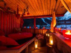 """Geniessen Sie ein romantisches Picknick im Baumhaus """"Liebesnest"""" im Wellnesshotel Bergland in Hintertux. #romantik #romatikurlaub #honeymoon #hochzeitsreise #flitterwoche #baumhaus # picknick #liebesnest #kuschelnest #kuscheloase partnermassage #wellness #spa #massagen #beauty #wellnesshotel #wellnessurlaub #zillertal #bergland #überraschung"""