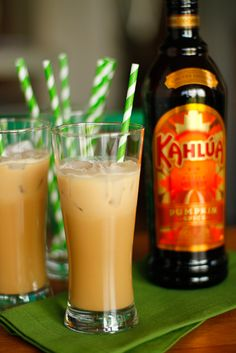 Iced Kahlúa Pumpkin Spice Latte -- this boozy version of a Pumpkin Spice Latte is the perfect indulgence for fall weekend afternoons! #KahluaHoliday