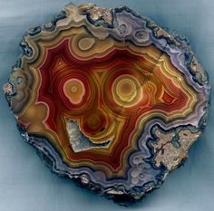 A beautiful Laguna Agate from Mexico with a whimsical pattern that looks like the face of a laughing clown. Credit: Uwe Reier