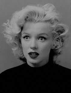 http://gaybees.co.vu/post/154041617753/normajeaned-marilyn-monroe-photographed-by-ben