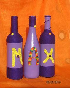 Bouteilles  faites sous la demande d'une cliente,  mélange de peinture, fil et crochet  pour les alphabets Bottle, Crochet, Home Decor, Decorative Bottles, Paint, Decoration Home, Room Decor, Flask, Ganchillo