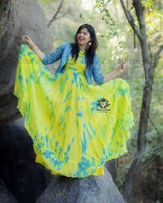 Shibori dress - Lipisika in Duta Couture boutiquesareeblouse com Long Gown Dress, Saree Dress, Long Frock, Frock Models, Frocks And Gowns, Long Dress Design, Ikkat Dresses, Indian Gowns Dresses, Kurta Designs Women