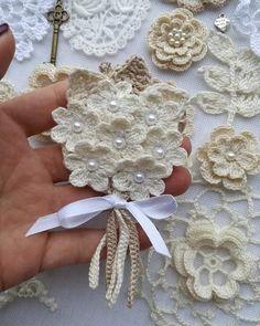 Watch The Video Splendid Crochet a Puff Flower Ideas. Wonderful Crochet a Puff Flower Ideas. Crochet Bouquet, Crochet Puff Flower, Crochet Flowers, Crochet Lace, Crochet Stitches, Hat Flower, Crochet Doilies, Crochet Beanie Pattern, Granny Square Crochet Pattern
