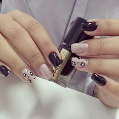 23 Unhas Decoradas, varios modelos com glitter is part of Short nails Black White - Short nails Black White Dot Nail Art, Polka Dot Nails, Polka Dots, Perfect Nails, Gorgeous Nails, Nail Polish Designs, Nail Art Designs, Cute Nails, Pretty Nails