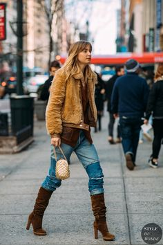 Street Fashion Trends The Raw Straight Cut Jeans New Street Style, Street Style Trends, Street Style Looks, Street Chic, Fall Fashion Outfits, Autumn Fashion, Style Fashion, Fashion Women, Street Outfit