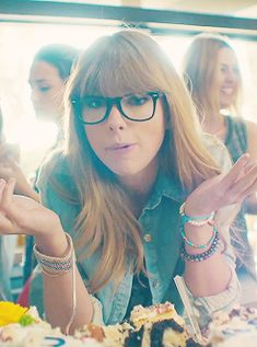 Ok, so, pretty much obsessed with Taylor's bangs... My glasses have a similar frame, and I like the way that the hair just barely overlaps...