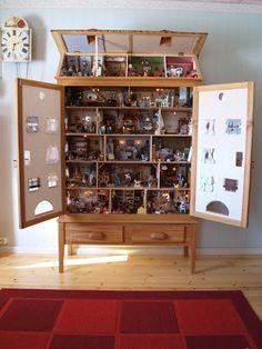 hundreds of tiny details inside a custom dollhouse-cabinet/ Maria's Miniatures: Dollhouse Väinölä