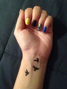 Nail art geometric birds