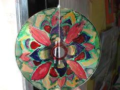 Mandala en CD pintado con laca de bombillas.pinta imagina