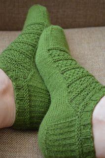 Knitted Slippers, Wool Socks, Slipper Socks, Crochet Slippers, Knitting Socks, Hand Knitting, Crochet Home, Knit Crochet, Bed Socks
