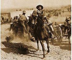 Pancho Villa: se une con Madero en 1910 para combatir al ejercito de Porfirio Díaz. Este luego fue traicionado y asesinado por Alvaro Obregón en 1923.