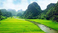 In Nordvietnam sehen Sie Hanoi und die Halong Bay Hanoi, Golf Courses, Travel, Fun Places To Go, Rocks, Paradise, Old Town, Landscape, Viajes