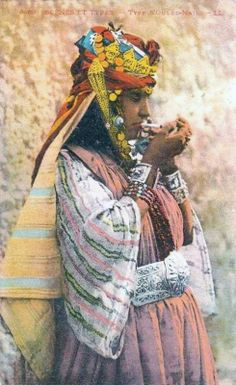 Africa | Ouled Nail woman. Southern Algeria. ca. early 1900s | Vintage postcard; publisher LL. No. 6460