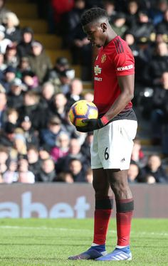 Soccer Pics, Soccer Pictures, Soccer Stuff, Ronaldo Football, Messi And Ronaldo, Football Players, Paul Pogba Manchester United, Fulham Fc, Chelsea