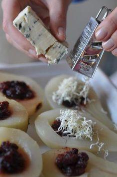 Szybka przystawka: Zapiekane gruszki z żurawinami i serem pleśniowym | Make Life Easier Feel like having a fancy supper?