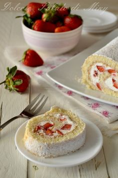 Rotolo panna e fragole Torte Cake, Cake Bars, Cupcakes, Cake Cookies, Jelly Roll Cake, Delicious Desserts, Dessert Recipes, Sweet Cakes, Savoury Dishes