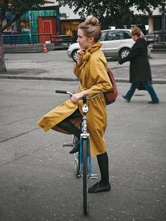 Practical and eye-catching coat for cycling http://shar.es/hiUzk