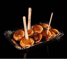 Voor als je nog wat inspiratie nodig hebt! Leuke recepten van de Kookfabriek.  Poffertjes met spek en stroop, kaas en piccalilly