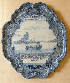 Delft plaque sujet religieux. Plaque ou plat en camaïeu bleu, sujet religieux, XVIIIème siècle, hauteur environ 35 cm - Musée national de céramique (Sèvres, Hauts-de-Seine, France)