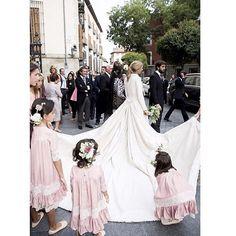 """109 curtidas, 4 comentários - Fit For Weddings (@fitforweddings) no Instagram: """"En pleno verano pero pensando ya en las bodas de otoño-invierno! 📸 @click10fotografia #wedding…"""""""