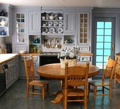 Pretty amazing dollhouse kitchen - hard to believe that's a miniature!