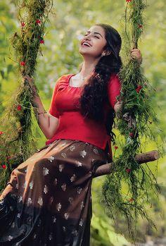 Cute Girl Poses, Girl Photo Poses, Girl Photography Poses, Indian Photoshoot, Saree Photoshoot, Girl Pictures, Girl Photos, Indian Wedding Couple Photography, Stylish Girl Images