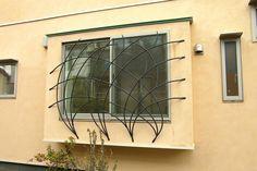 アウトドア事例:窓の面格子(ピアノ室(防音室)のある家)