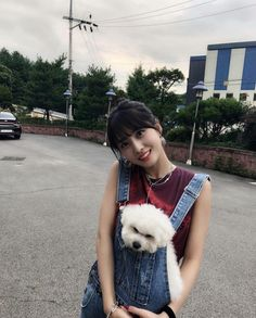 Momo and the Hulk . haha Both of them are like the names of the dogs and they are not the same name ㅋㅋㅋ . Kpop Girl Groups, Korean Girl Groups, Kpop Girls, J Pop, Mamamoo, Nayeon, Hulk, Twice Chaeyoung, Warner Music