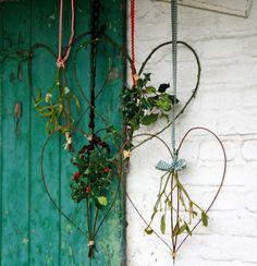 Adornos rústicos para puertas con jardinería