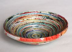 mumsboven: From old magazines Paper Bowls, Old Magazines, Recycled Crafts, Old And New, Reuse, Craft Projects, Craft Ideas, Paper Art, Decorative Bowls