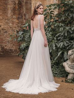 Traumhaftes Brautkleid mit Spitzenapplikationen auf Oberteil. Wedding Dresses, Fashion, Pictures, Gown Wedding, Curve Dresses, Bride Dresses, Moda, Bridal Gowns, Wedding Dressses