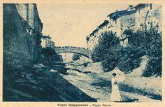 La foto ritrae la sfilata di Miss Ponte Buggianese sul greto del fiume Pescia, e grazie alla leggera colorazione, possiamo notare gli spettatori sul ponte vecchio - 1902.