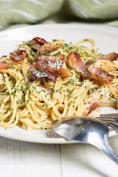 Weight Watchers Spaghetti Carbonara Recipe with Whole Wheat Pasta, Bacon, Garlic, and Parmesan Cheese - 15 Minute Prep Time
