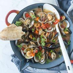 Zarzuela de Mariscos, het beste zeevruchtenstoofpotje dat er is Good Food, Yummy Food, Pasta, Fusilli, Happy Foods, Fish Dishes, Fish And Seafood, Tapas, Food And Drink